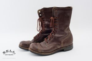U.S. 1948 model combat boots heels soles cotton laces marked ''GV''